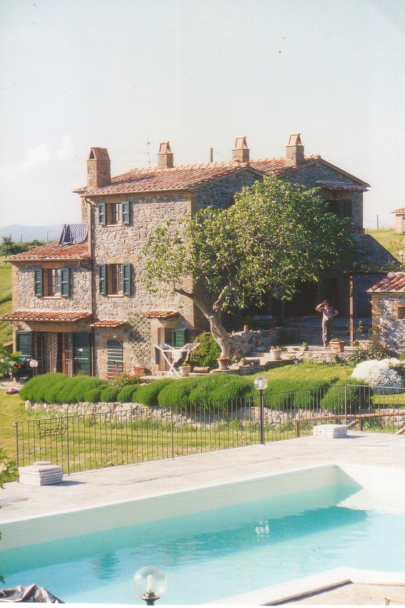 Casa Gialla unter der Weinpergola