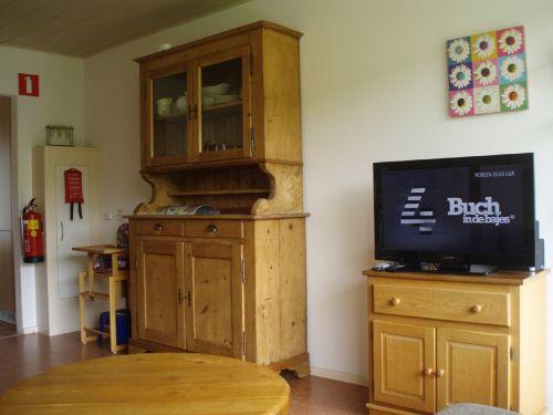 Schrank und Fernseher