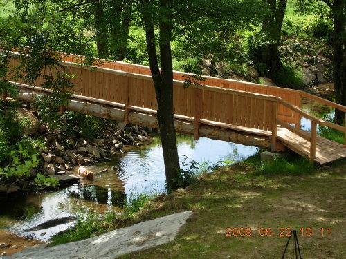 Unsere neue Holzbrücke über die Nims