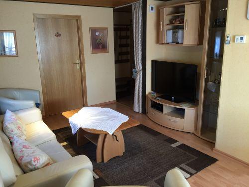 Wohnzimmer mit 48 Zoll LED Fernseher