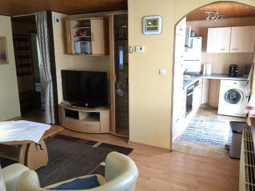 Gesamtansicht Wohnzimmer und Küche