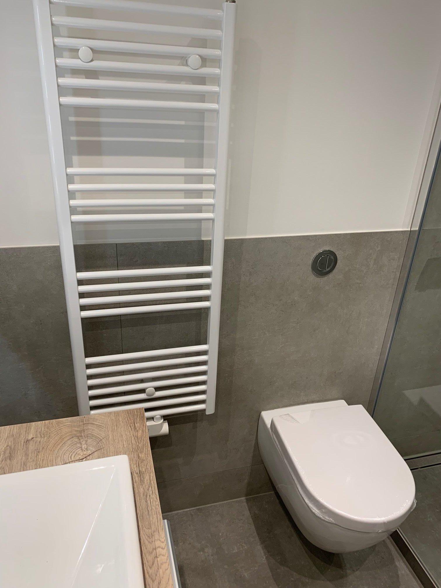 Toilette mit Wannenbad