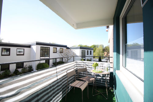 Kleiner sonniger Balkon
