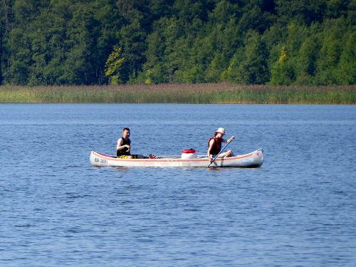 Mit dem hauseigenen Kanu unterwegs