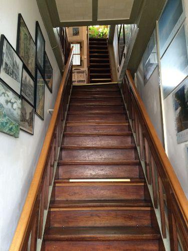 Treppenaufgang in die Schlafetagen