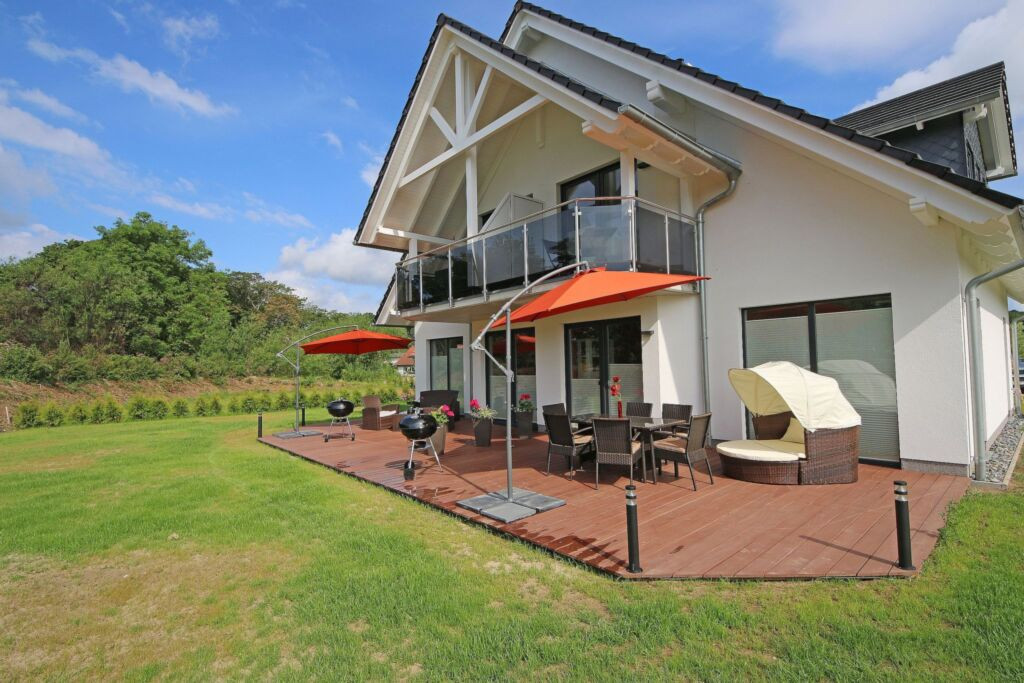 Haus Hannah mit 3 komfortablen Ferienwohnungen, Ha