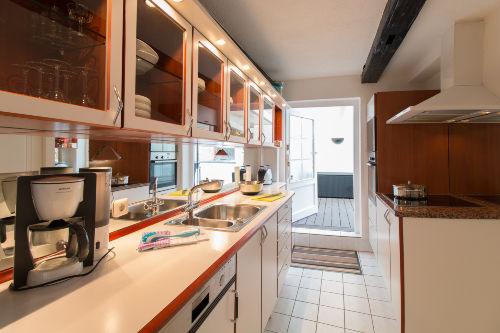 Vollständig eingerichtete Einbauküche