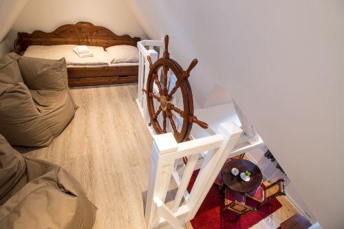 Zusätzliches Bett auf der Empore