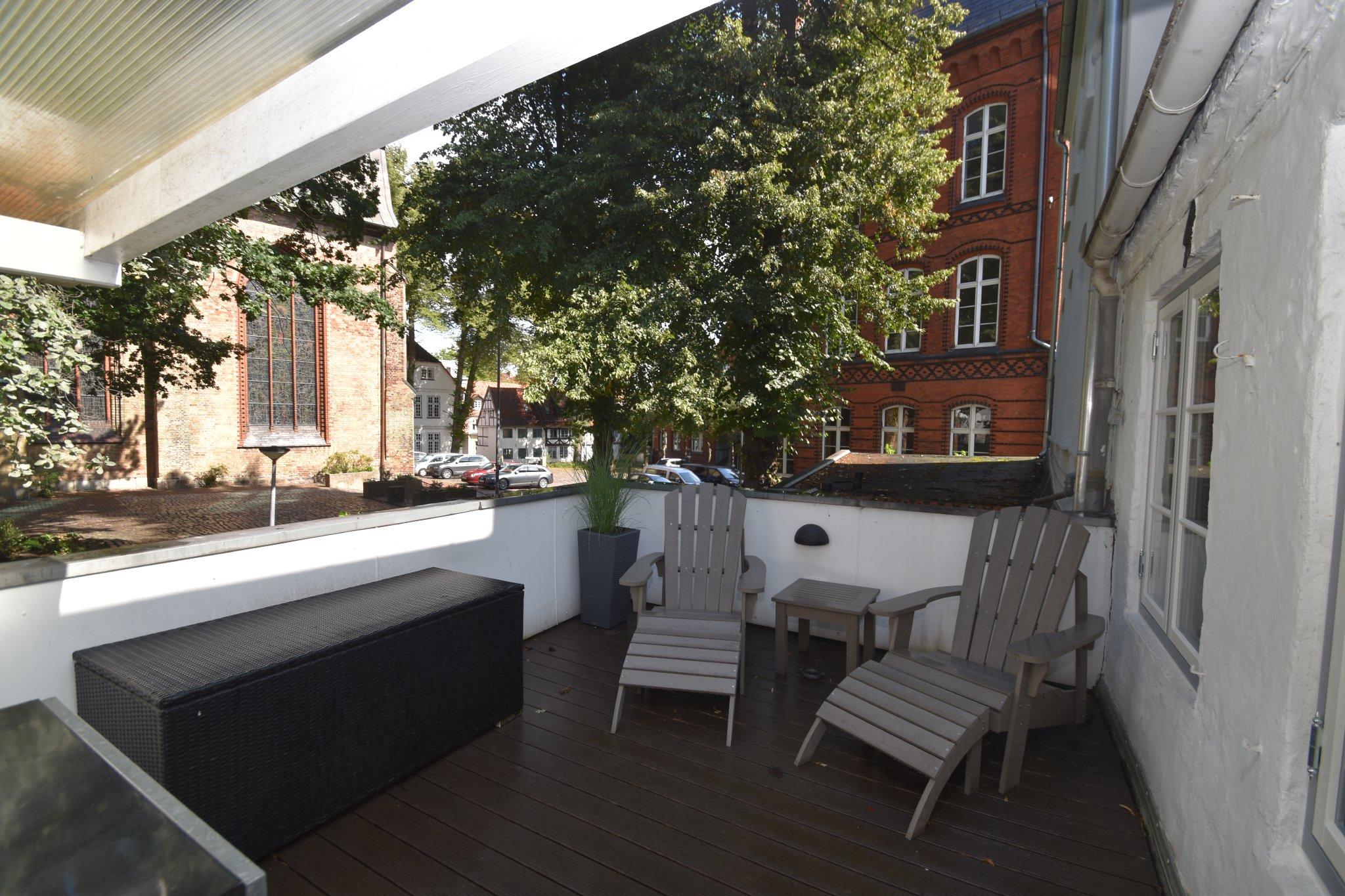 Sonniger Balkon zum Marienkirchhof