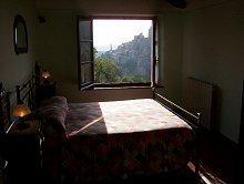Schlafzimmer mit Blick nach Petroio