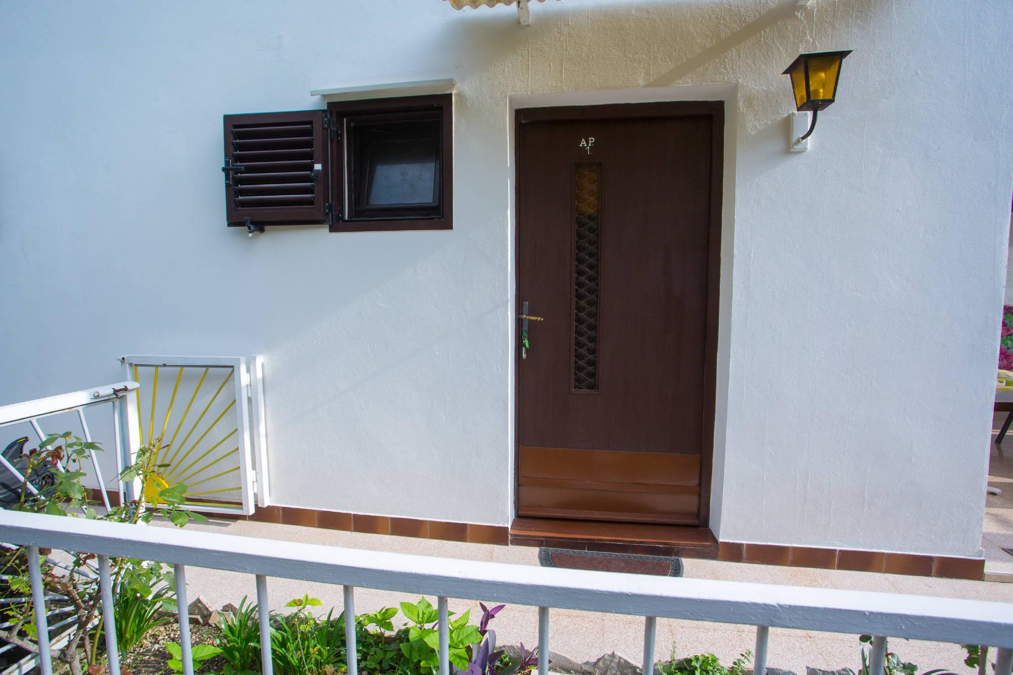 Eingang Ap. 2 mit Balkon