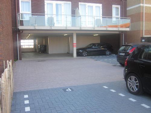 Eigenee Parkplatz unter dem Gebäude!