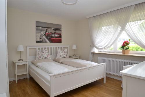 Schlafzimmer 1 von 3