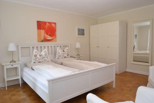 Schlafzimmer 2 von 3