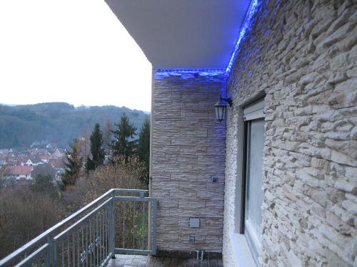 Balkon mit Blick über den Ort (Wohnung2)