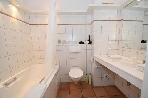 Modernes Vollbad mit WC