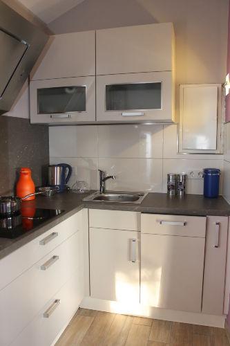 Küche, re. Seite (Spüle, Geschirrspüler)