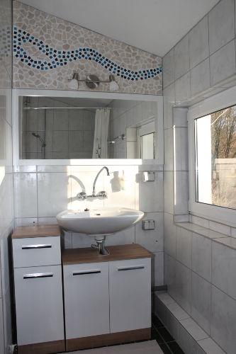 Badezimmer (linke Seite) Waschbecken