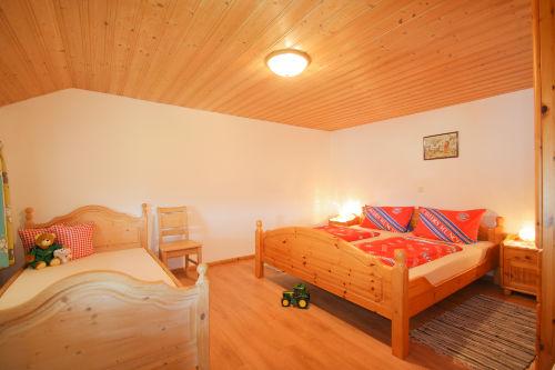Kinderschlafzimmer mit 3 Betten