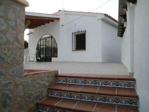 Eingangstreppe zum Haus und Terrasse