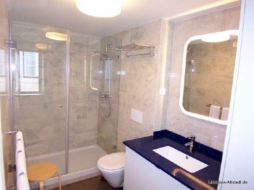 Unser Bad mit riesiger Dusche