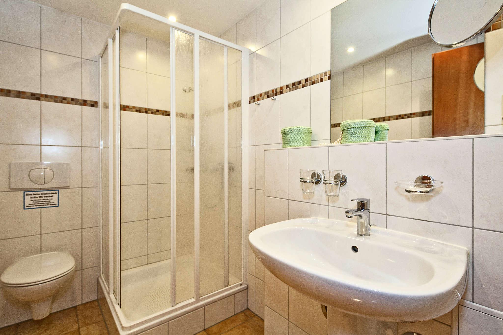 zweite Bad mit Dusche