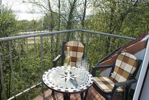 Balkon mit Blick aufs Wasser; ein Traum
