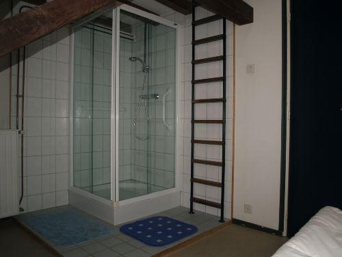 Separater Dusche im Schlafzimmer