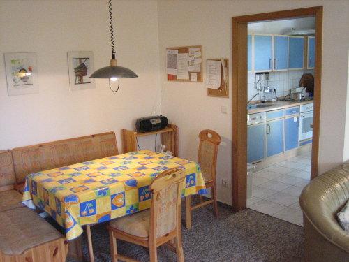 Wohnzimmereßecke mit Blick zur Küche