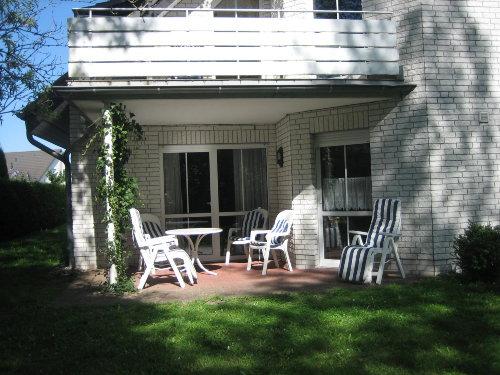Terrasse mit Zugang Wohnzimmer/Küche