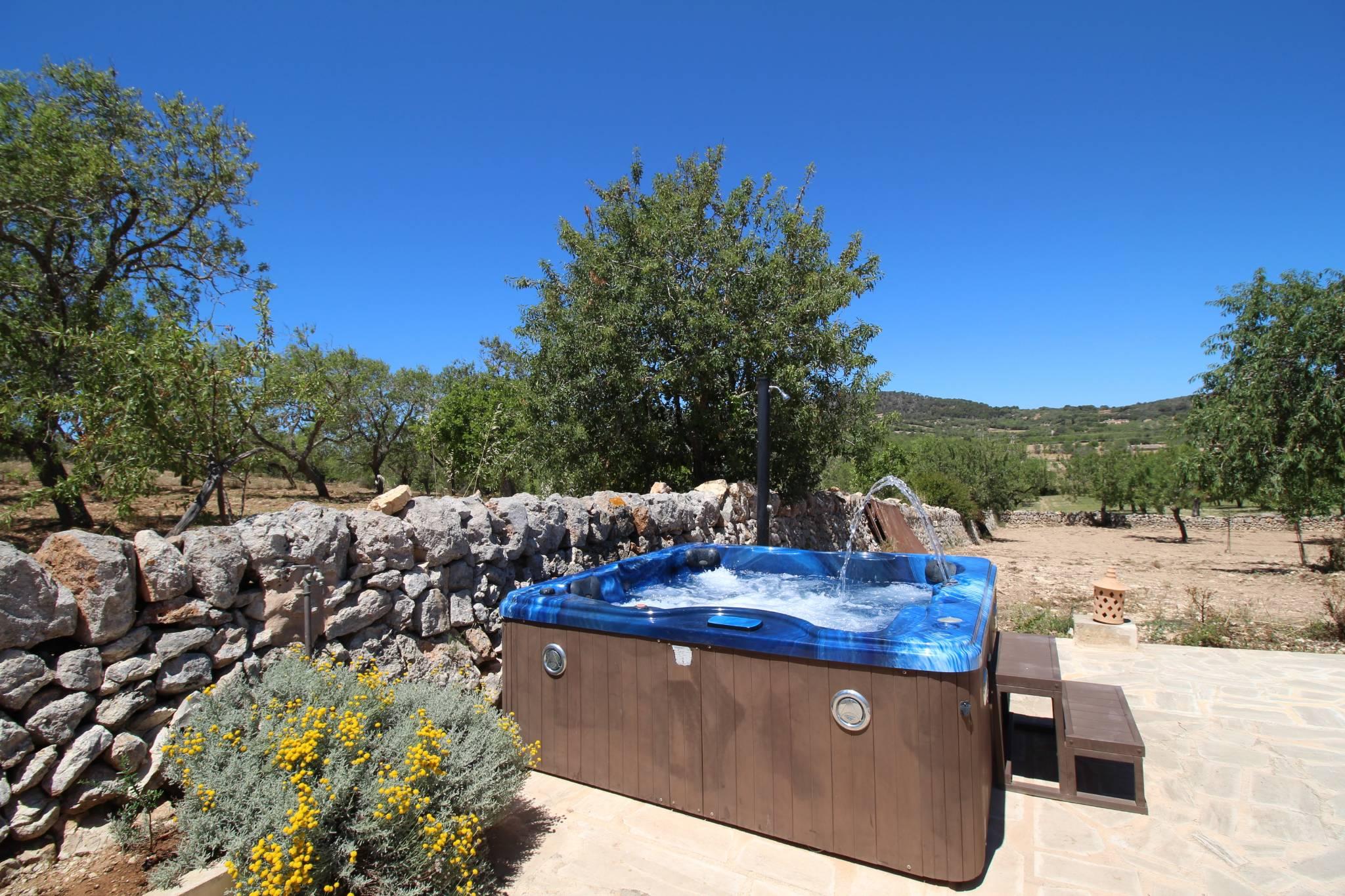 Casita s'Estolet Terrasse mit Whirlpool