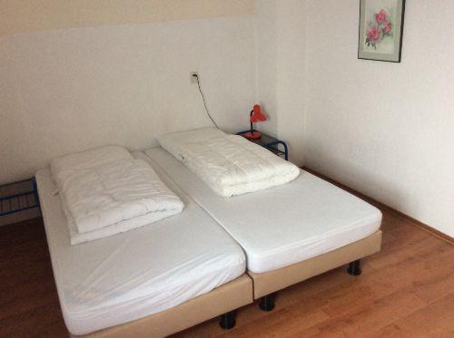 Oben 2e Schlafzimmer, matratze 90x200 cm