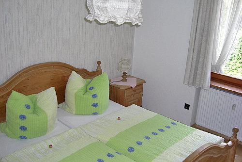 Blick ins kleinere zweite Schlafzimmer