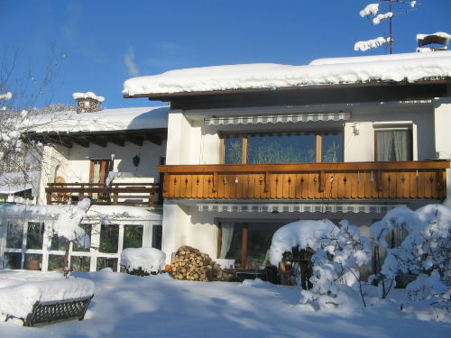 unser Haus an einem sonnigen Wintertag