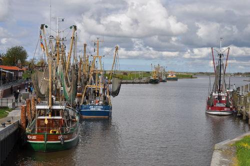 Der Krabbenfischer-Hafen in Greetsiel