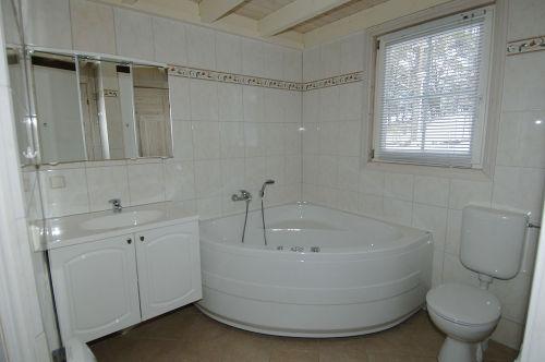 Bad mit Whirlpool, Dusche und Sauna