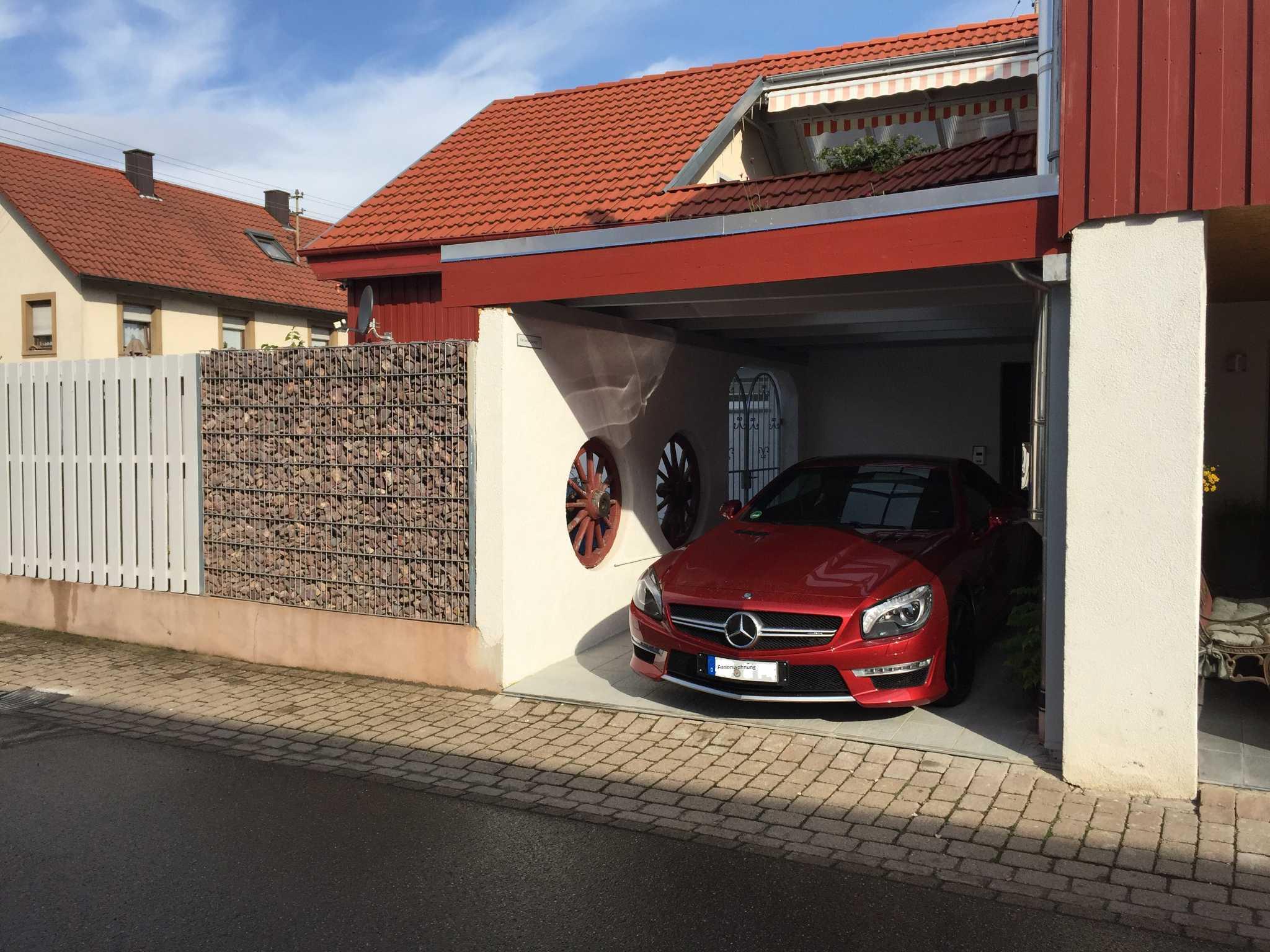 Parkplatz überdacht