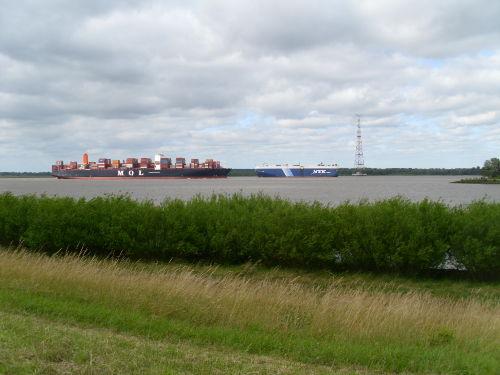 Schiffe auf der Elbe