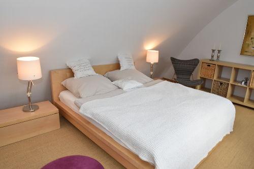 Großes und komfortables Doppelbett