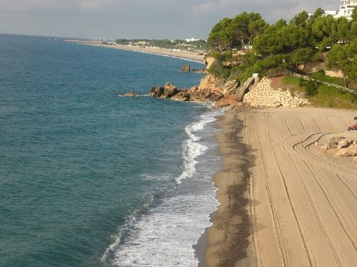 Bucht und langer Strand