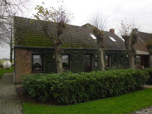 Anliegerwohnung (links von der Tür)