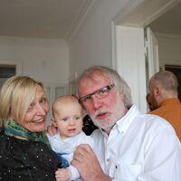 Vermieter: Ihre Vermieter mit ihrem jüngsten Enkel
