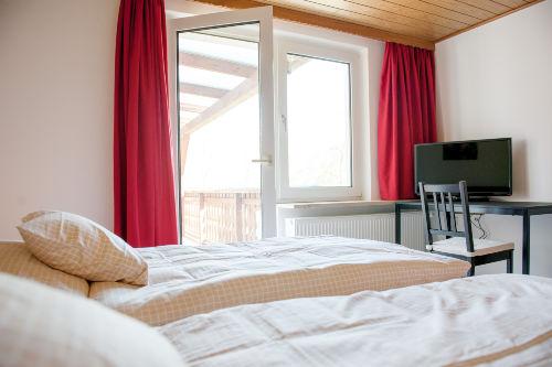 Elternschlafzimmer mit Zugang zur Loggia