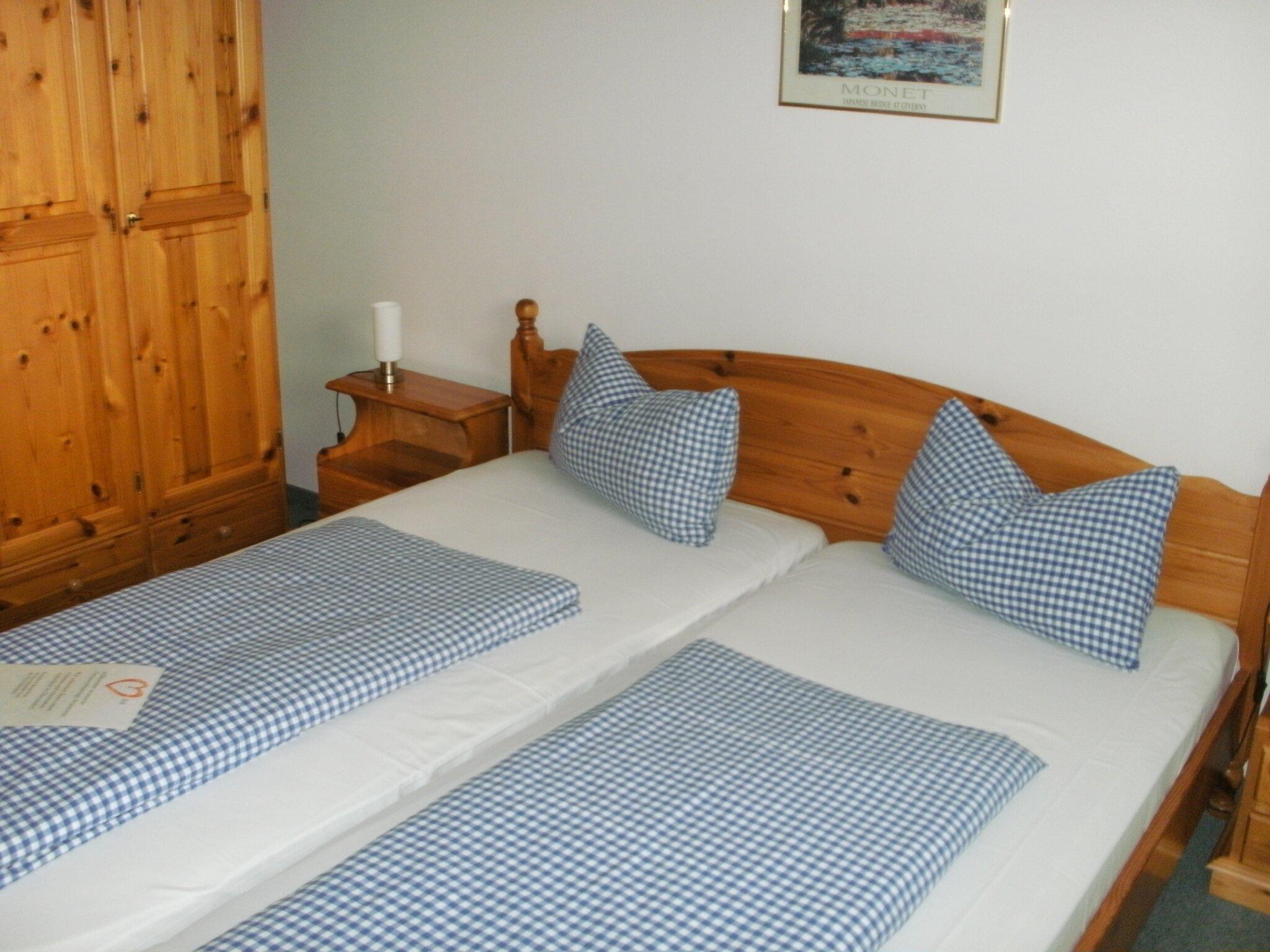 Schlafzimmer komplett mit der Wäsche