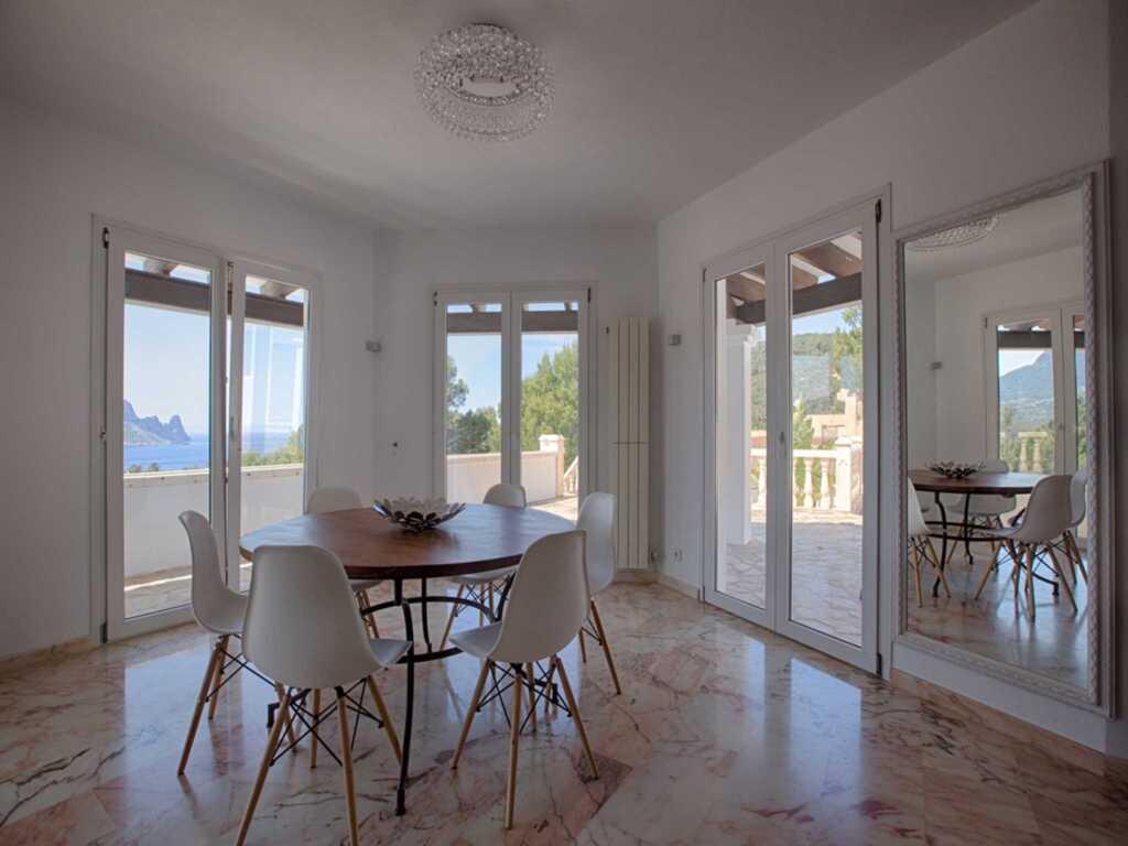109 Grosses, modernes Haus in der Cala Carbo, neu