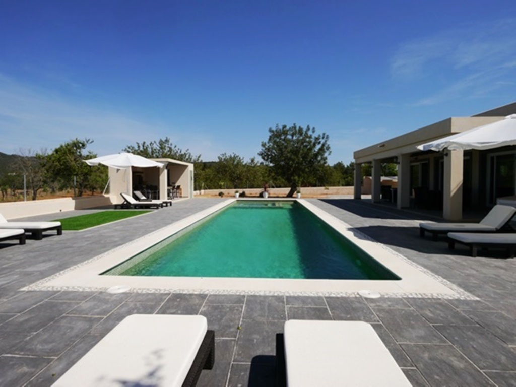 273 Moderne Villa mit 16m Pool, neu