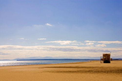 Mittelmeerstrand, breit + kilometerlang