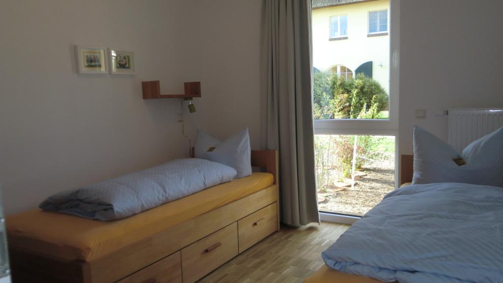 Rügen-Ferienhof, Ferienwohnung Erdgeschoss mit Ter