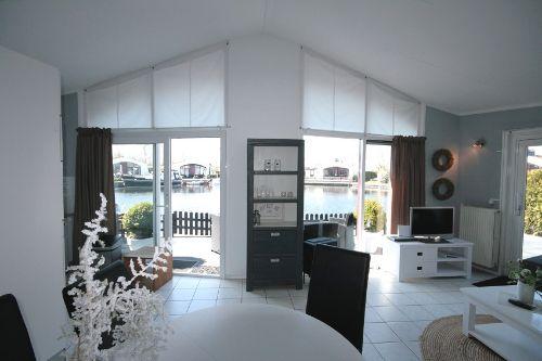 Schlafzimmer mit Doppelbett & Etagenbett