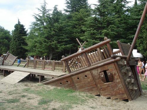 Spielplatz am Strand im Sand